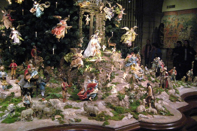 Nyc Metropolitan Museum Of Art Annual Christmas Tree