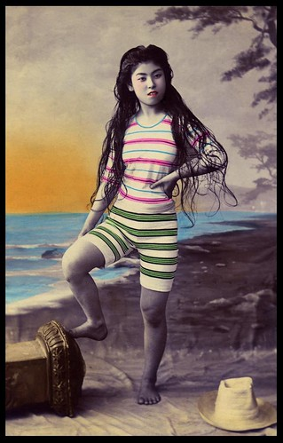 JAPANESE SWIMSUIT GIRLS - Meiji Era Bathing Beauties of Old Japan (27)