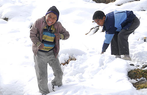 Snowball fight, Kotkhai- Himachal Pradesh