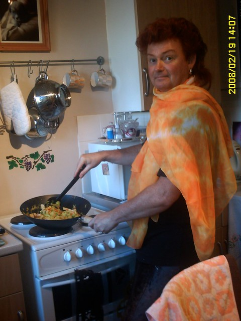 Mystic Ed cooking paella (with Glamour!)