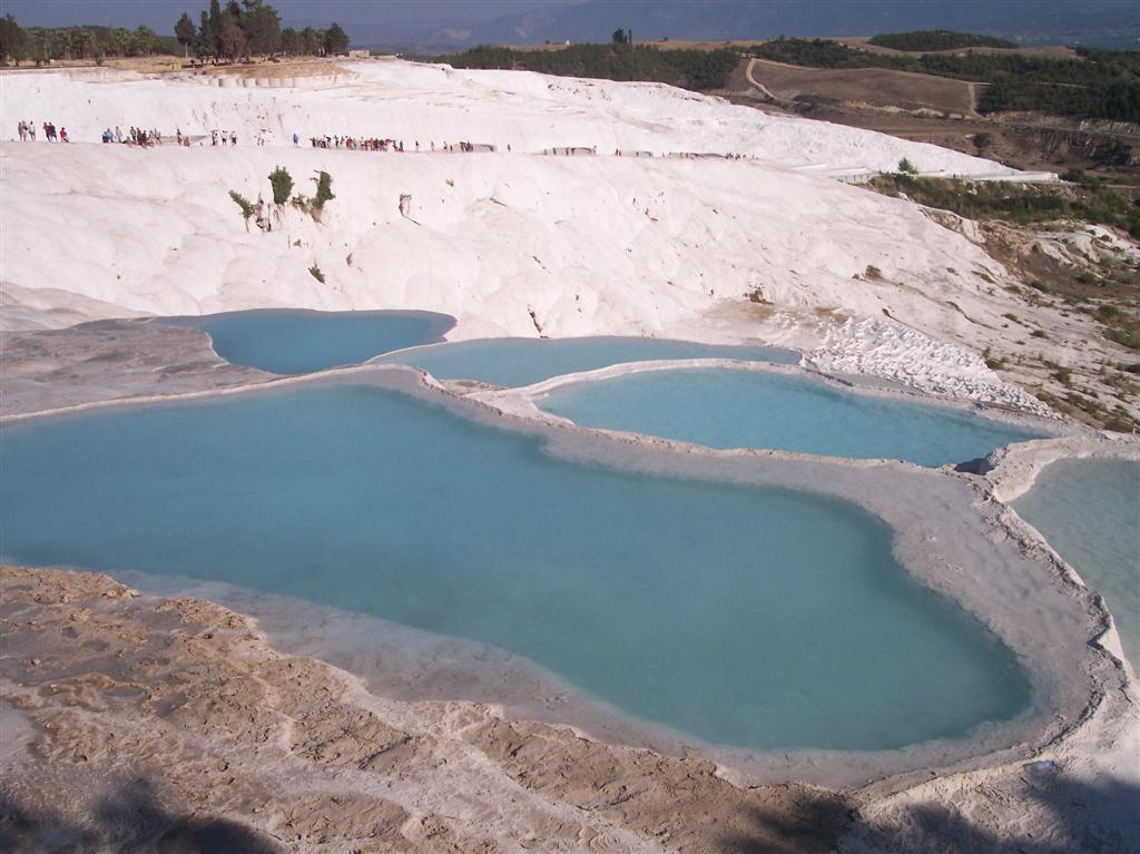 El agua es muy muy rica en Calcio y sales minerales, por eso la zona tiene este color. Pamukkale, el Castillo de Algodón - 2512703533 5319da1243 o - Pamukkale, el Castillo de Algodón