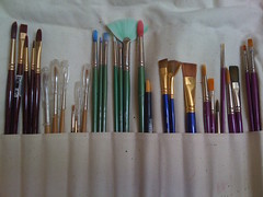 cue stick(0.0), bow and arrow(0.0), ball pen(0.0), brush(1.0),
