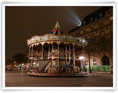 Vieux manège, cheval de bois, place de l'hôtel de Ville - Paris - France