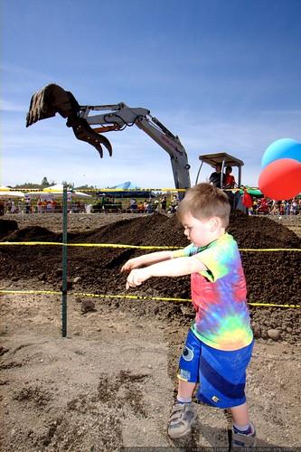 imitating the excavator   IMG 3767
