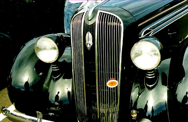 Vintage Automobile Front Center With One Headlight : Passing headlight for antique car antiques center