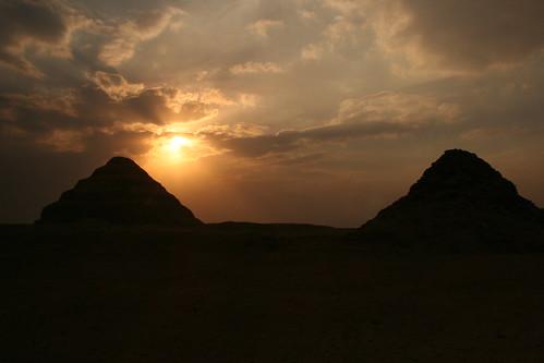 pyramid onemanwalking hulwan sunsetegypthulwan