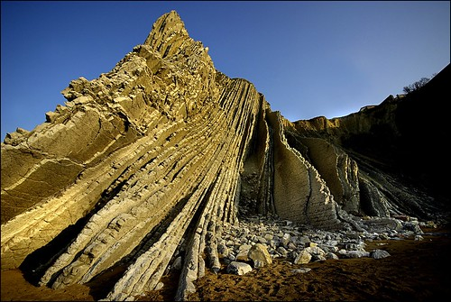 Estratos, flysch en la playa de Itzurun. Zumaia