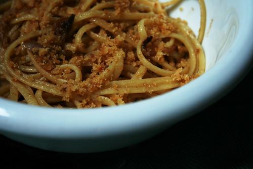 Due spaghi veloci con le anciove