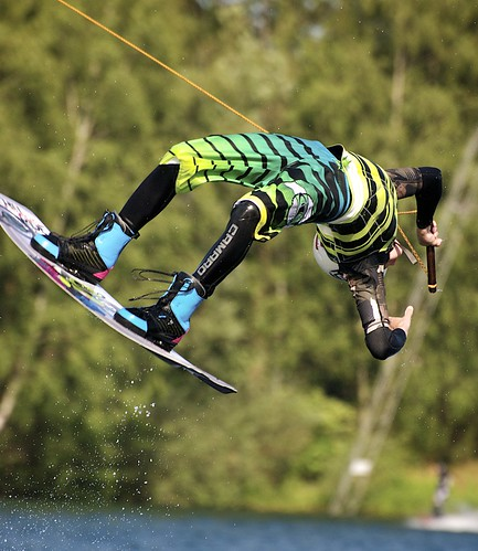 Wakeboarding back flip