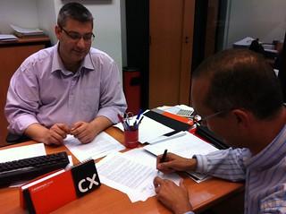 ..en Oficina Caixa-Cataluña, firmando convenio ayuda a @RuralLab de Fundación La Caixa a Proyecto Innovación  en Cuidados
