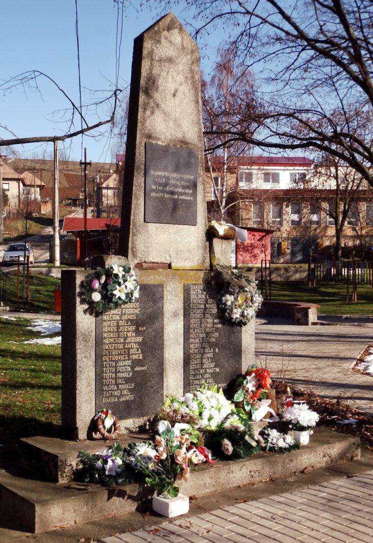 Pamätnik v parku