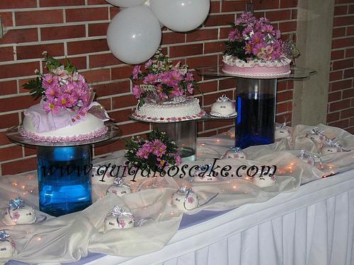 Decoraci n de mesa y elaboraci n de tortas para xv a os for Adornos de quince anos