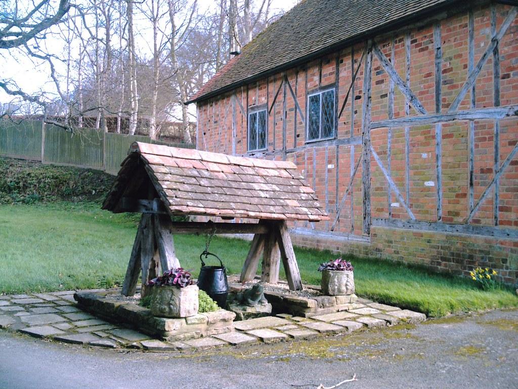 East Grinstead Circular Well by half-timbered barn. D.Allen Vivitar 5199mp