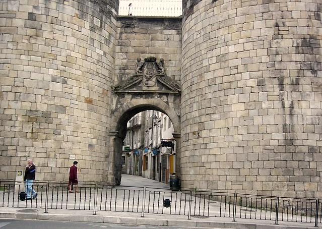 Puerta de san pedro muralla romana de lugo flickr for Puerta 3 de san marcos