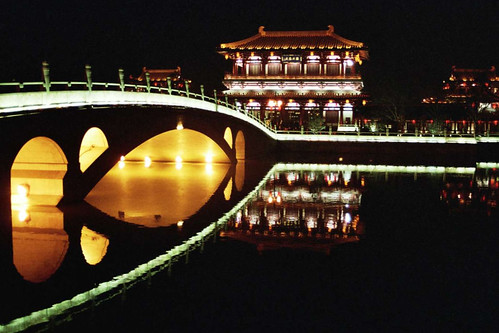 Xian ... by night ... the bridge