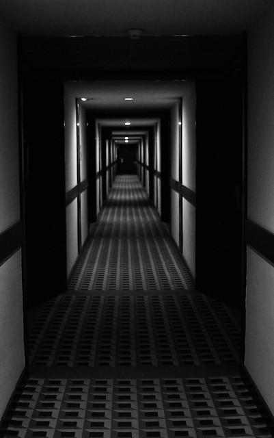 Le couloir qui fait peur frightening corridor flickr for Chambre qui fait peur