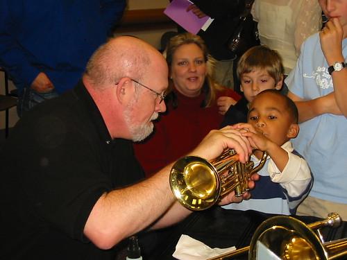 Barn med trompet Foto: grandCentral / Flickr.com