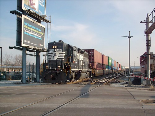Northbound Norfolk Southern intermodal transfer train crossing South Archer Avenue near Chicago's Midway Airport. by Eddie from Chicago