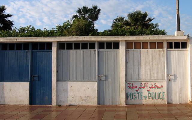 Poste de police ou cabine de plage flickr photo sharing - Cabine de plage exterieur ...