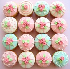 rose cupcakes by hello naomi