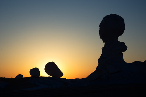 sunset sun sahara nature silhouette twilight desert stones egypt natura egipt whitedesert zachódsłońca kamienie zmierzch sylwetki pustynia eyegrabber białapustynia