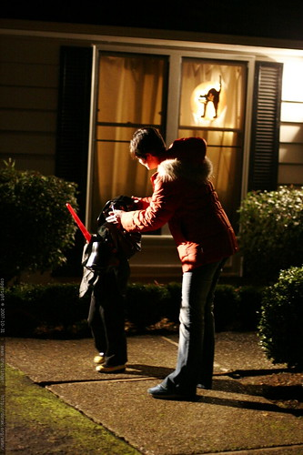 darth vader gets some costume assistance from mom before knocking on the door    MG 5615