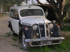 moskvitch 400-420(0.0), austin fx4(0.0), mid-size car(0.0), sedan(0.0), automobile(1.0), automotive exterior(1.0), vehicle(1.0), renault juvaquatre(1.0), compact car(1.0), antique car(1.0), classic car(1.0), vintage car(1.0), land vehicle(1.0), luxury vehicle(1.0), motor vehicle(1.0),