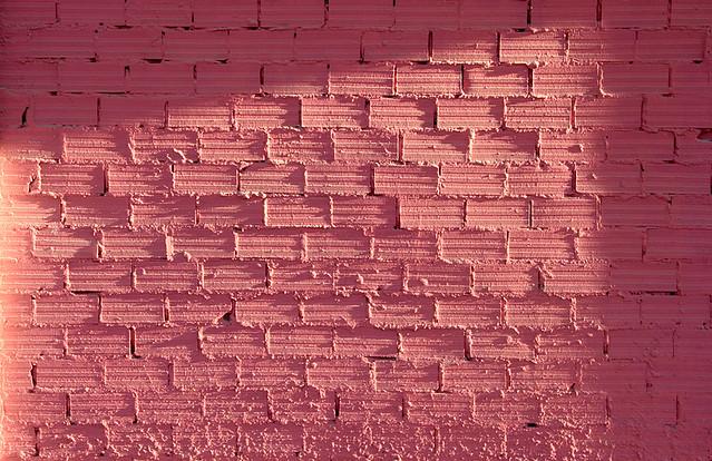 Pared de ladrillos pintada de rosa sevilla explore - Ladrillos para pared ...
