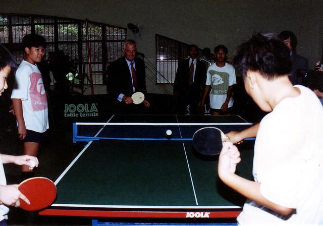 1995年彭定康到訪體藝中學