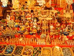 temple(0.0), hindu temple(0.0), christmas decoration(0.0), public space(0.0), market(1.0), food(1.0), bazaar(1.0), mid-autumn festival(1.0),