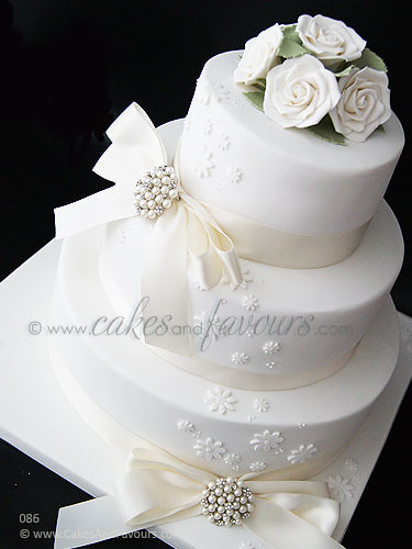 3 tier white wedding cake photo 10356