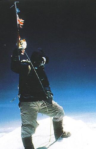 Tenzing Norgay na szczycie Everestu 23 maja 1953r godz 11.30