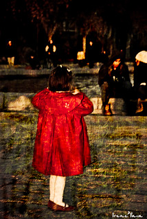 La niña de rojo / The child in red
