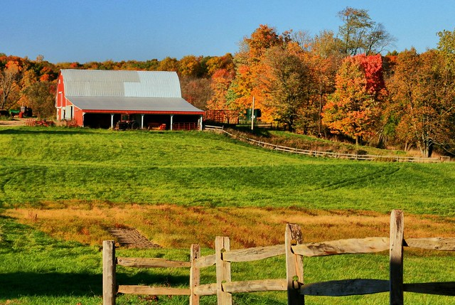 Fall barn scene flickr photo sharing - Beautiful panoramic view house to take full advantage of the scenery ...