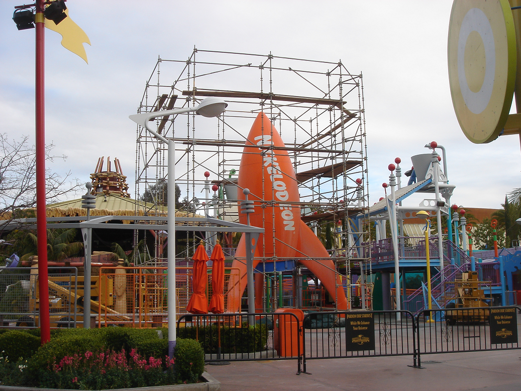 Nickelodeon Blast Zone - > Curious George