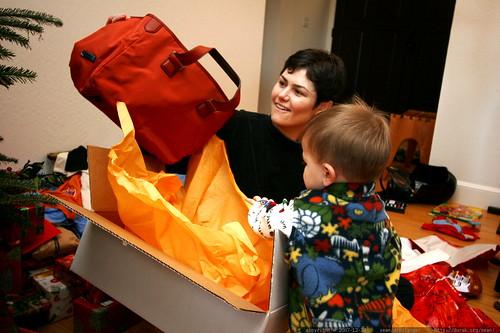 rachel and sequoia unwrap a new handbag    MG 7678
