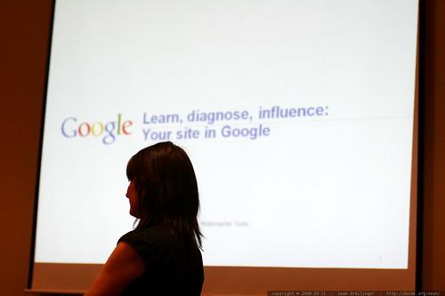 riona macnamara getting ready to talk about google webmaster central     MG 0198