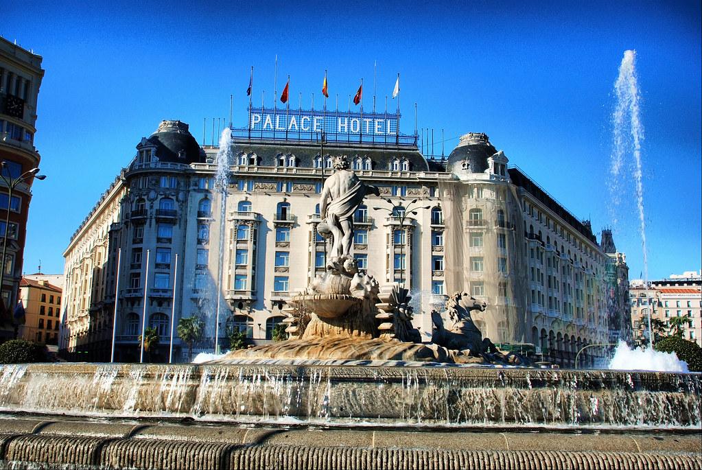 Madrid. Hotel Palace y Fuente de Neptuno