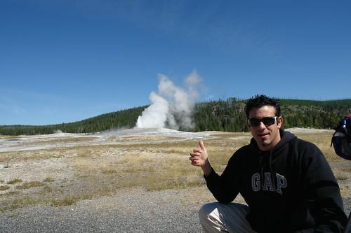 Parque Nacional Yellowstone: Geyser Old FaithFul en Yellowstone National Park parque nacional yellowstone - 2515966564 8f91c5f520 - Parque Nacional Yellowstone, cómo visitarlo en dos días