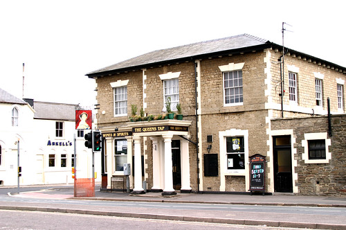 Swindon Railway Village, Queen's Tap