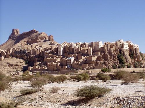 architecture town vernacular arabian peninsula wadi hilltop yemeni hadramawt حضرموت hadhramawt hadhramaut yemn hajarain hajarayn alhajjarayn southyemen governorate alhajarayn hajjarain hadhramautgovernorate