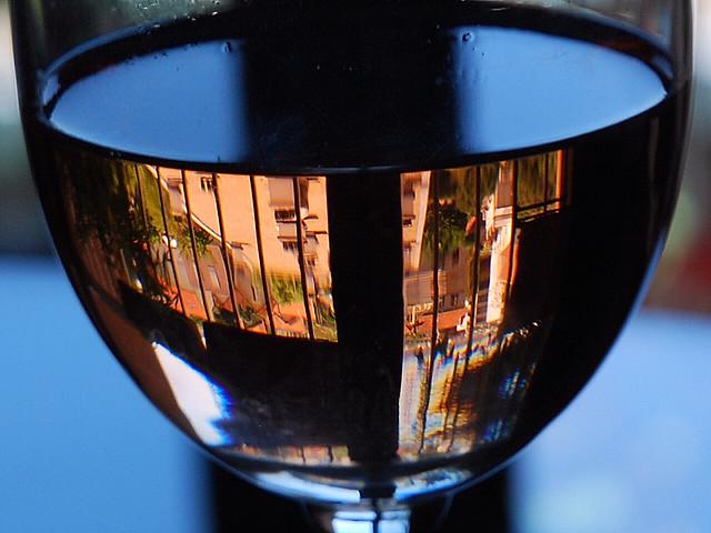 11 mai 2008 Créteil Reflets de la ville dans un verre de vin