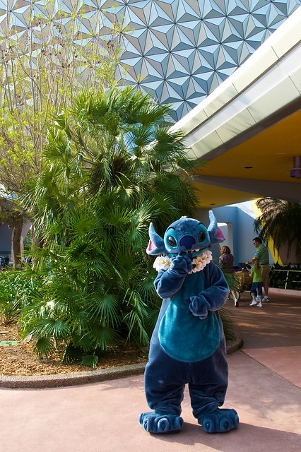 WDW April 2009 - Meeting Stitch in Future World