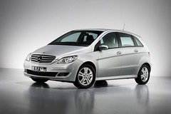 automobile(1.0), family car(1.0), wheel(1.0), vehicle(1.0), mercedes-benz(1.0), mercedes-benz a-class(1.0), mercedes-benz b-class(1.0), compact car(1.0), bumper(1.0), land vehicle(1.0), hatchback(1.0),