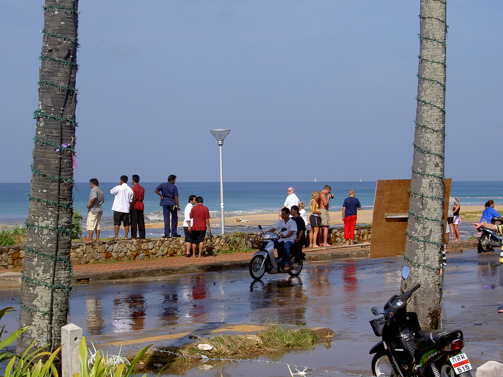 boxing day tsunami 2004 On boxing day 2004 a tsunami hit south-east asia leaving more than 200,000 people dead the bbc's dominic hurst speaks to edie fassnidge, who survived but lost her mother and sister.