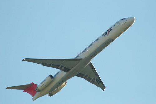 JEX MD-81(JA8555) take off @ITM/RJOO