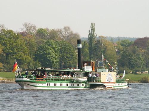 Als die Schiffe der Dampferparade herankamen warfen mir die Matrosen das Ende eines Strickes zu und Ich verschnaufte zwei bis drei Minuten in Dresden 063