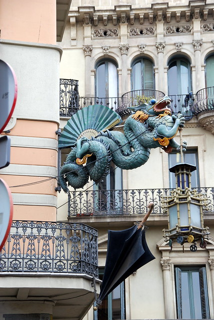 Bcn 255 art deco dragon at pla a de la boqueria barcelona - Art deco barcelona ...