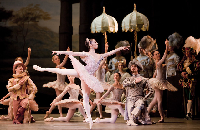 Hikaru Kobayashi as Princess Aurora and artists of The Royal Ballet in The Sleeping Beauty © Johan Persson/ROH 2009