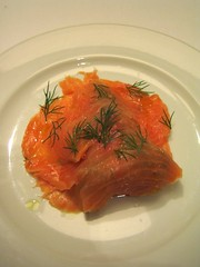 animal(0.0), salmon-like fish(0.0), fish(0.0), produce(0.0), salmon(1.0), fish(1.0), garnish(1.0), lox(1.0), food(1.0), dish(1.0), cuisine(1.0), smoked salmon(1.0),